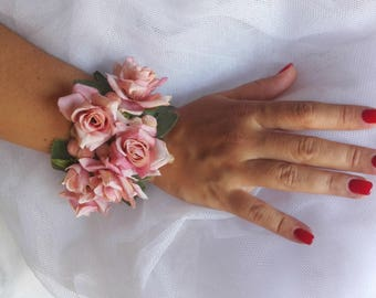 Wedding pink flower bracelet, refined wedding corsage, floral bridesmaid corsage, mother of the bride pink bracelet, prom corsage with roses
