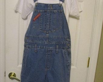 Vtg bib overall shorts size SMALL womens denim vintage bibs/ bib overall shorts UnionBay carpenter cargo style bibs