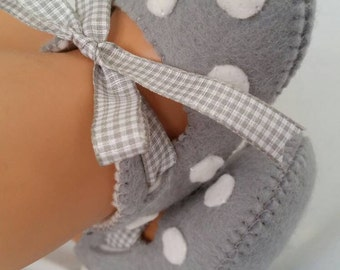 Light grey with white spots felt baby shoes.