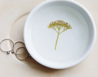 White Yarrow Ring Dish, Floral Jewelry Organizer, Ring Dish, White Ring Dish, Pressed Flower Dish, Trinket Holder