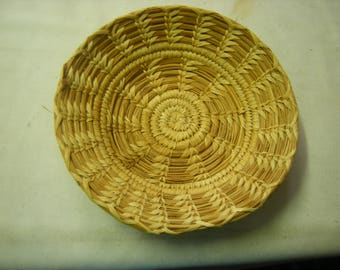 vtge wicker basket-wooven basket-tightly wooven-bread basket-fruit basket-wall display-wall hanging-collection-