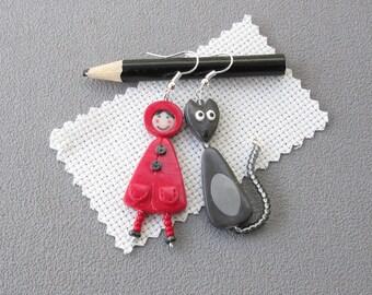 Cadeau maîtresse: Boucles d'oreilles Le petit chaperon rouge, loup gris, bijou en pâte polymère, fimo, boucles d'oreilles maîtresse, poésie