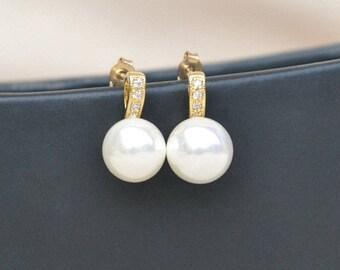 Gold pearl studs, bridesmaid earrings, pearl stud earrings, gold pearl bridal jewelry