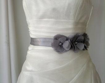 Bridal belt, Three daisy Gray Bridal sash, Floral Bridal Belt, sash belt, Grey bridal belt, Flower wedding sash, Flower wedding dress belt