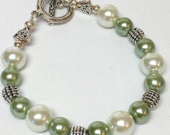 Green and White Glass Pearl Bracelet