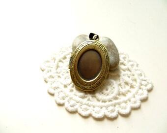 1 bronze pendant Locket cameo 23x33mm