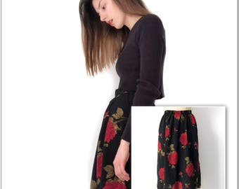 ON HOLD* Red Rose Pattern Skirt