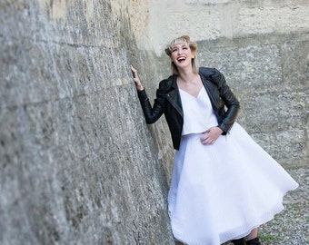 Model expo New Look style modern wedding dress / Rockabilly organza striped and white cotton.