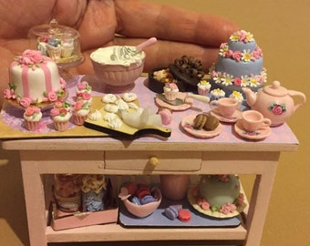 Cakes e cupcakes  in table