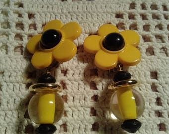 Vintage Yellow Daisy Clip-On Earrings