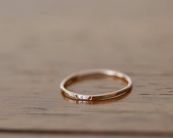 14k Rose Gold Dainty personalisierte Band (E0597)