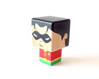 """Magnet  figurine cubique super-héros """"Robin"""""""