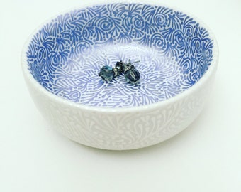 Double-Sided Round Jewelry Dish In Periwinkle/Pearl