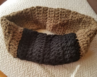 CROCHET - round collared brown and black scarf