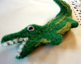 Felted Brooch - Alligator Pin - Needle Felted Kitschy Wool Brooch - Reptilian Fiber Art - Felt Reptile Pin - Needlefelted Animal Brooch