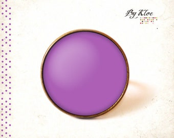 Cabochon ring • Pantone radiant orchid color glass