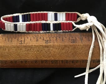 One row wampum bracelet with bead closure