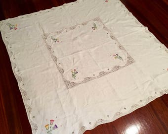Vintage Embroidered Tablecloth, Linen and Lace, Possible Cutter, Beautiful, Springy