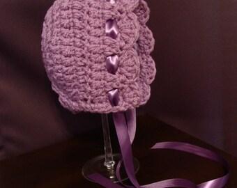 Crochet baby lace bonnet.Crochet bonnet for girls. Photo prop hat. Ribbon tie bonnet,Baby bonnet with ribbon, scalloped edge crochet bonnet
