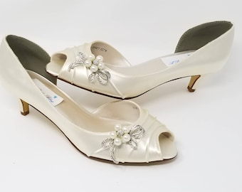 Ivory Wedding Shoes with crystal and pearl bow Ivory Bridal Shoes Ivory Kitten Heels Additional 100 COLOR CHOICES Ivory Bridesmaid Shoes