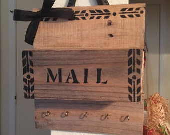 Pallet Mail and Key Organizer