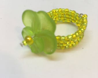 Ring Lime Green and Yellow Pansy Flower Memory Wire Expandable Seed Bead Ring, Ladies Jewellery Gifts UK Ring Size L US Ring Size 6