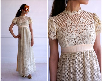 Vintage 70s Cream Lace Short Sleeve Wedding Dress with Pink Waist Belt and Ribbon Bow by Emma Domb | XS Small