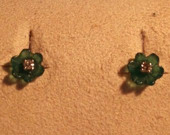18kt white gold earrings with jade, flower-shaped and bright central