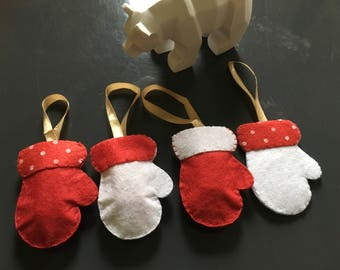 Set of 4 ornaments mittens