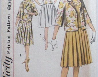 Simplicity 3369 - Vintage 1960's Bateau Neck Blouse, Pleated Skirt and Lined Jacket Sewing Pattern - Size 16, Bust 36 - Uncut