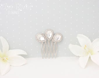 Small silver crystal bridal waterdrop hairpiece. Dainty wedding hair comb. White clear crystal bridal hair barrette