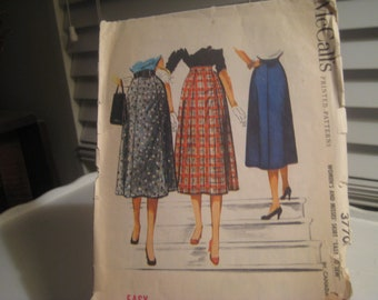 McCALL'S WOMEN'S and Misses Easy Skirt Pattern 3370/ Size 39  Great Graphics