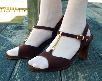 REVELATIONS Brown Suede Peep Toe Sandals Shoes ~ Vintage 1970s Red Carpet Process, Gold Chain T Strap, Ankle Strap, Pin Up ~ Womens 6.5 7 M