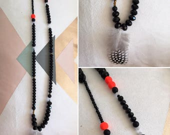 Black glass beads, pearls of colors and feather necklace