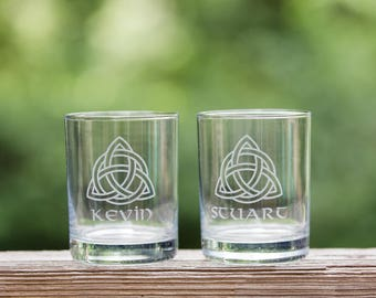 Personalized Celtic whiskey glass with name // Personalized Irish gift // Celtic knot // Gaelic gift // Custom gift for him