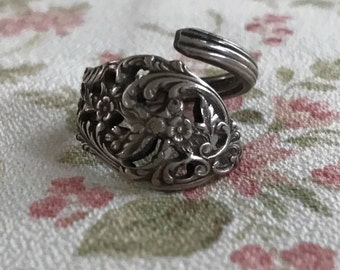 Vintage Sterling Filigree Spoon Ring Bypass Ring Reed and Barton shabby boho