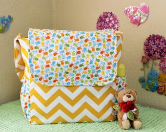 Cute messenger diaper bag for baby girl!!