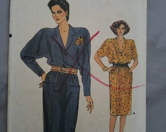 Vintage Very Easy Very Vogue 9368 Misses' Dress, Loose Fitting, Straight Blouson Dress, Notched Collar. Size 8-10-12