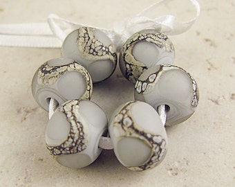 Murano Glas Beads, handgemachte Set von 6 grauen geätzte 14x11mm organische Schwimmhäute zwischen versilbertes Elfenbein, Pearl Gray Velvet