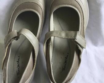 Women's Shoes, Beige Shoes, Size 8 W, New Shoes, Vintage Slip On Shoes
