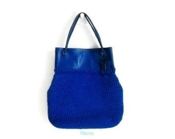 Big blue bag made with crocheted in cotton tape and genuine leather accessories Model Pikeros 045