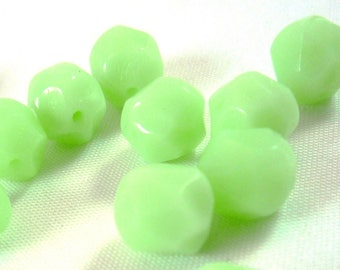 10 faceted Mint green, 8mm, (pv33)