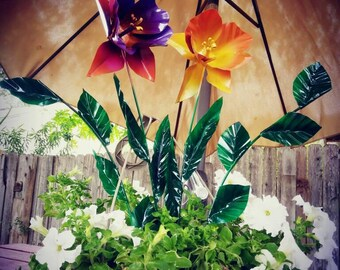 Metal Flower Garden Stake,  Metal Dragon Daffodil and Narcissus Daffodil Garden Art,  Metal Garden Decor,  Flower Yard Decoration