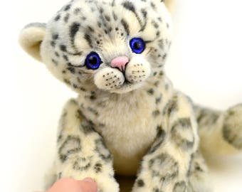 Artist snow leopard Lino 9 in, artist leopard teddy ooak, christmas gift, collectible toy, handmade teddy, jointed snow leopard, cat, kitten