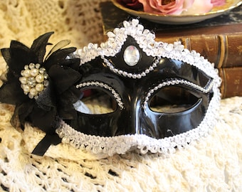 Women's Dramaticly Sparkling Gypsy Mystery Mask - One Size