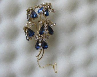 FREE SHIPPING.  Large Sparkling claw set rhinestone Brooch.  Our Ref 943.