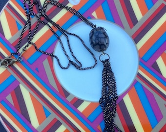 Chain and pendant with Dragon veins agate