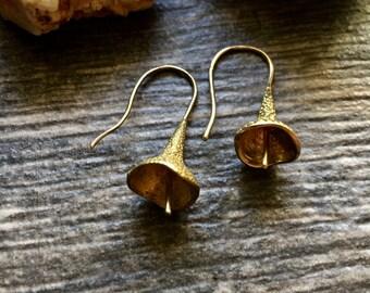 Trumpet Flower Earrings,Small Flower Earrings,Modern Flower Earrings,Minimal Flower Earrings,Minimal Earrings,Gold Trumpet Flower Earring