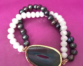 Agate slice bracelet with genuine black pearls and white faceted glass beads