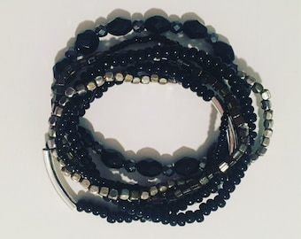 Lots of 6 black and silver Pearl bracelets